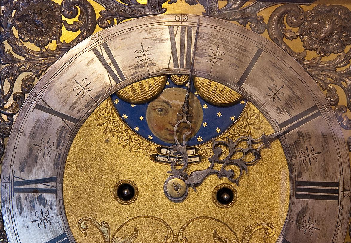 Wijzerplaat van een klok in de Oudheidkamer op Texel
